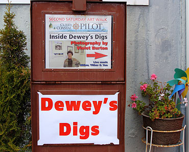 Dewey-Digs_NewsStand