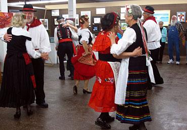 Italian-Dancers-3