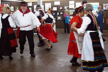 Italian-Dancers-1
