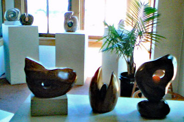Sculptures-by-Donna-Goss-in-the-Rick-Cook's-gallery