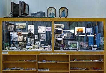 Library---Antique-Cameras